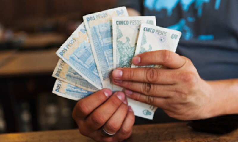 Seis pesos en Argentina no permiten comprar una gaseosa. (Foto: Getty Images)