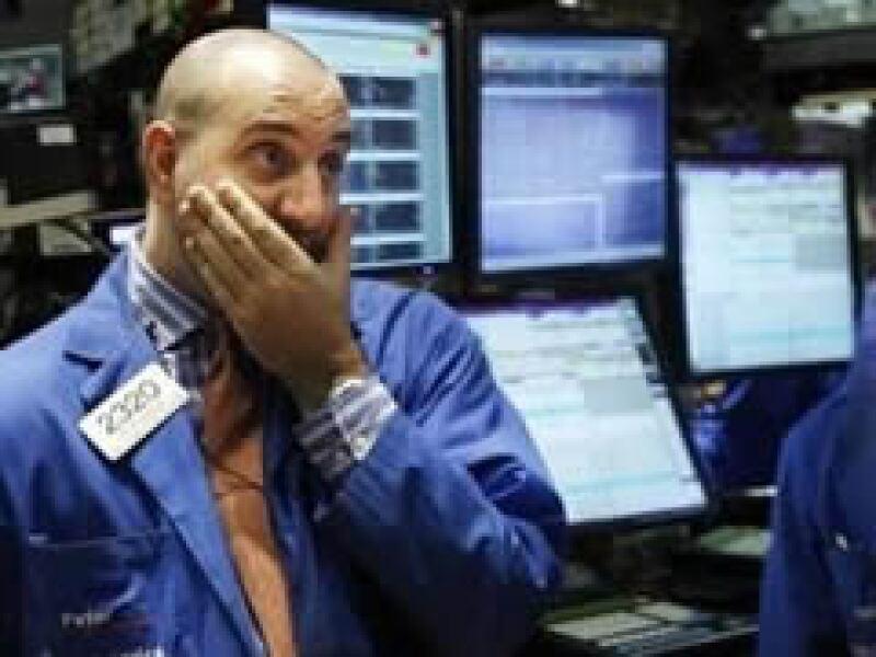 Las Bolsas de EU operan en terreno negativo a media jornada del miércoles. (Foto: Reuters)