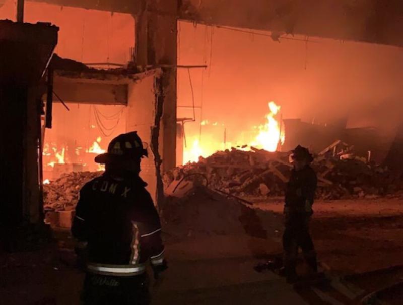 Incendio en Mercado La Merced. Foto: @SGIRPC_CDMX en Twitter