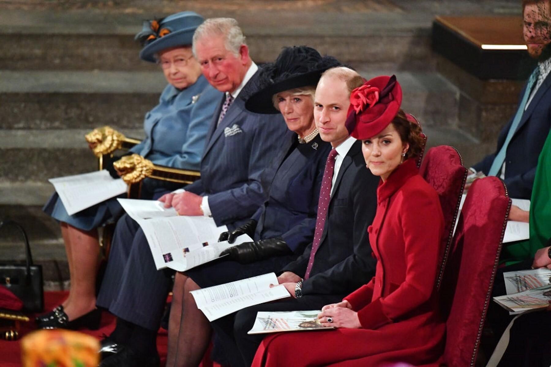 Reina Isabel II, príncipe Carlos, Camila Parker, príncipe William y Kate Middleton