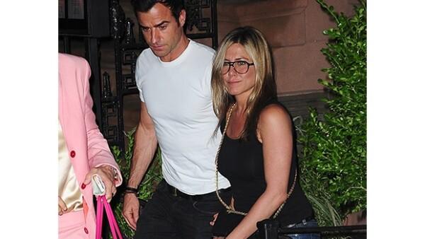 La pareja ofreció una fiesta de cumpleaños masiva en su recién remodelada mansión de Bel Air, con invitados como Ben Stiller, Tobey Maguire John Krasinsky y Emily Blunt.