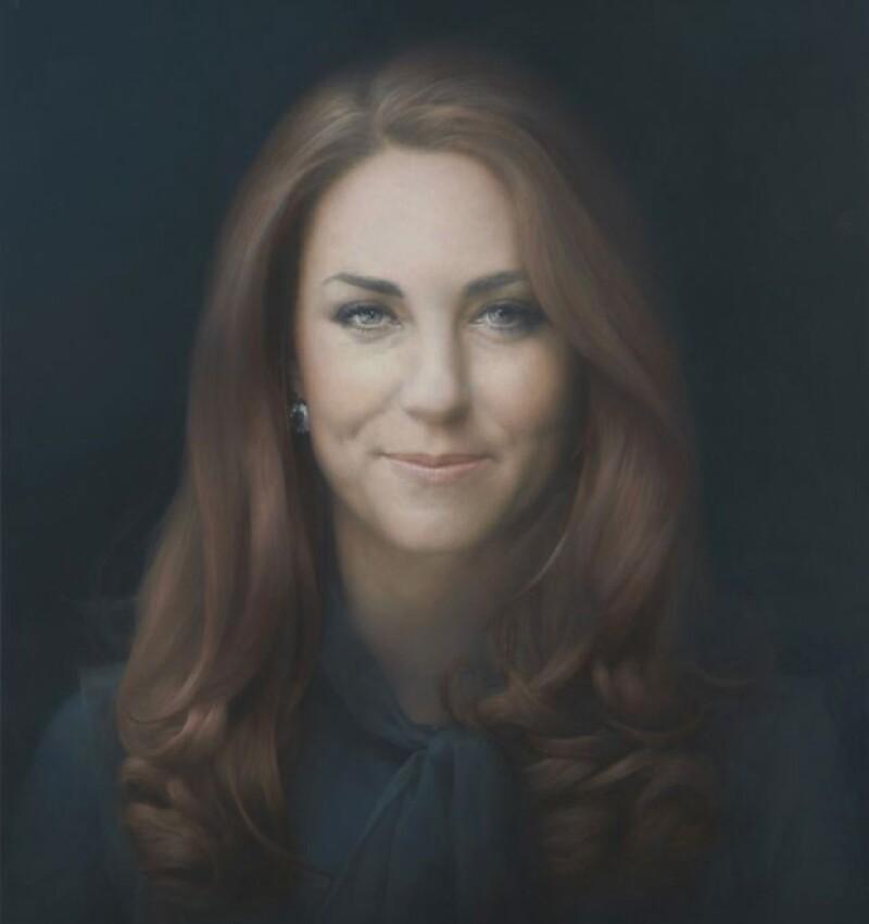 Hoy por la mañana dieron a conocer la imagen oficial de la duquesa de Cambridge en la Galería Nacional de Portarretratos Londres; muchos medios ingleses aseguran que no es ella.