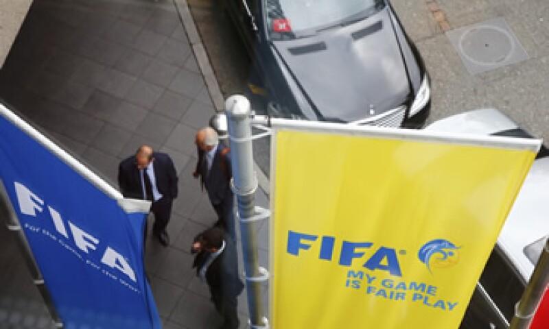 Entre los detenidos está el vicepresidente de la FIFA, Jeffrey Web. (Foto: Reuters)