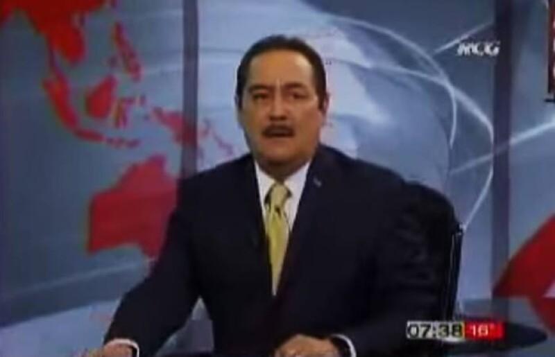 Marcos Martínez Soriano, conductor de noticias en televisión, no se dio cuenta que ya estaba al aire y habló mal de ambos periodistas.