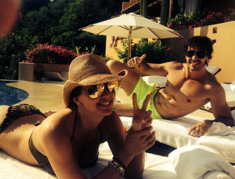 La conductora Andrea Legarreta presumió cuerpazo con un bikini en Ixtapa, Zihuatanejo, al lado del actor Prieto Escobar.