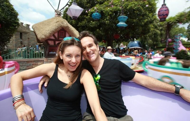 La actriz Dominika Paleta y su esposo Fabián Ibarra pasaron un divertido fin de semana en Disneyland a un mes de haber celebrado la boda de su hermana Ludwika en Mérida, Yucatán.