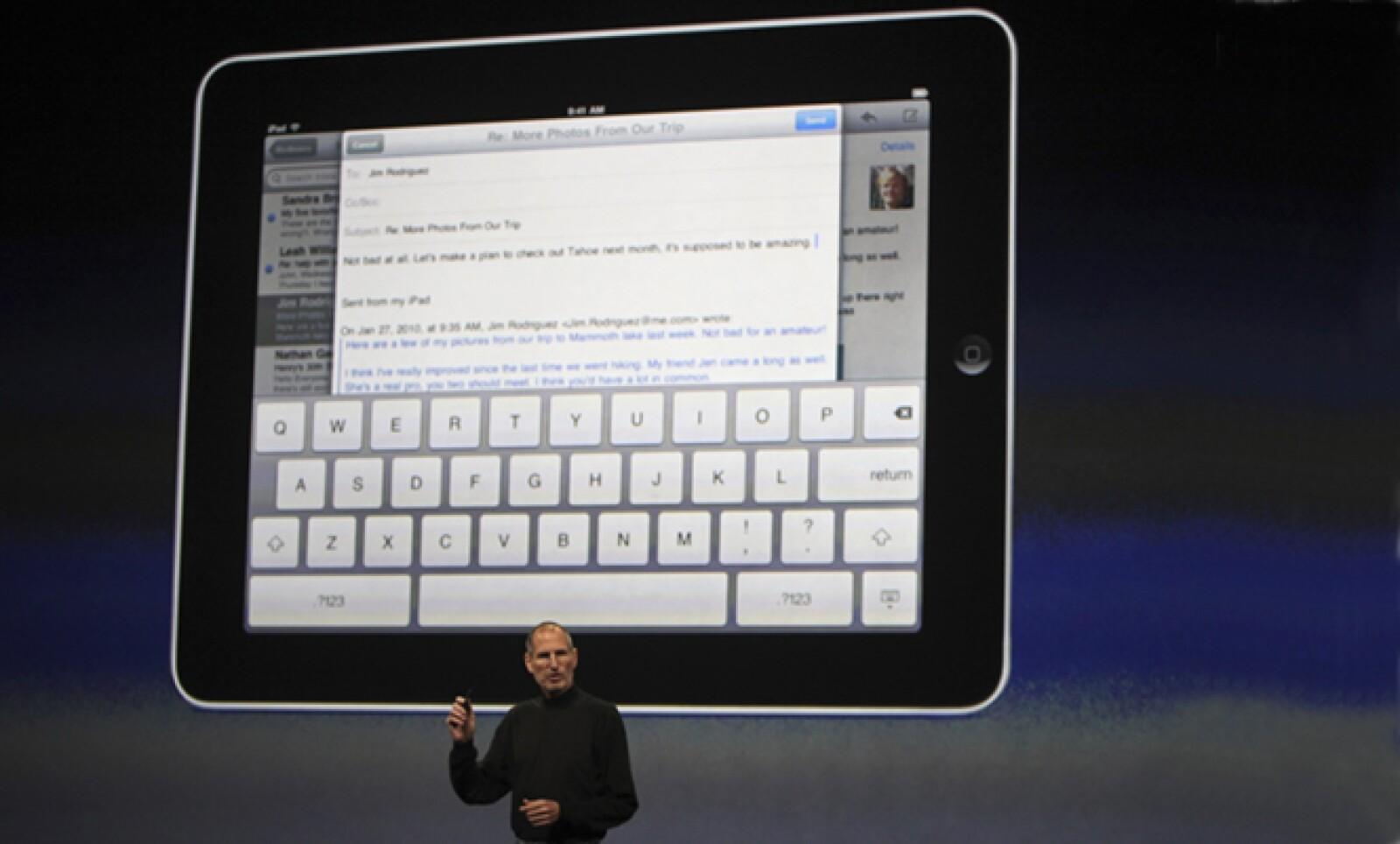El iPad cuenta con pantalla táctil de 9.7 pulgadas, batería con duración de hasta 10 horas, bluetooth, conexión Wi-Fi y 3G, memoria de 16 o 32 gb y procesador Apple A4 de 1Ghz.