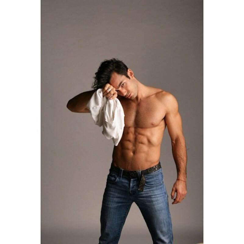 El actor recibió cientos de comentarios en las tres fotos publicadas, reconociendo su indudable sexytud.