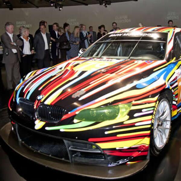 La firma automotriz inauguró la BMW Art Collection, con más de 17 vehículos de la compañía, decorados por artistas como Andy Warhol, Jeff Koons, Roy Lichtensteint, entre otros.