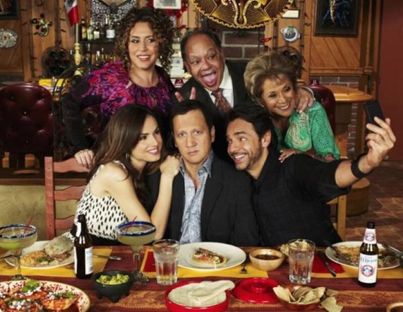 El comediante mexicano pidió a través d Twitter que la gente apoye la serie.