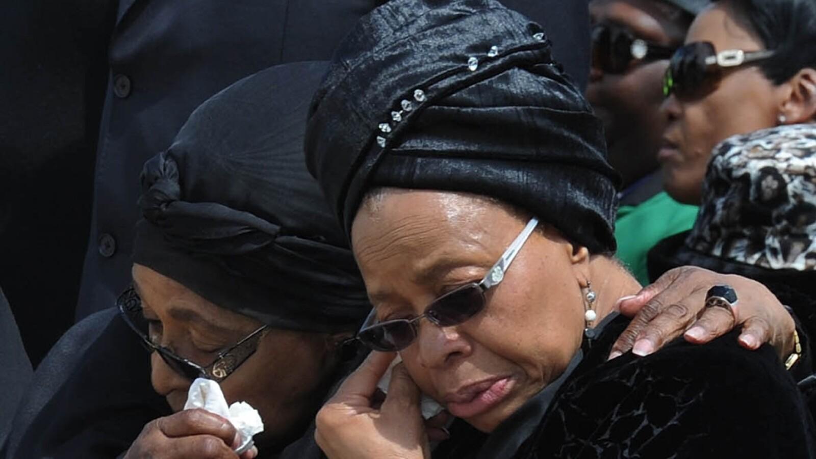La viuda del ex presidente de Sudáfrica, Graca Machel y Winnie Madikizela-Mandela, primera esposa de ?Madiba?