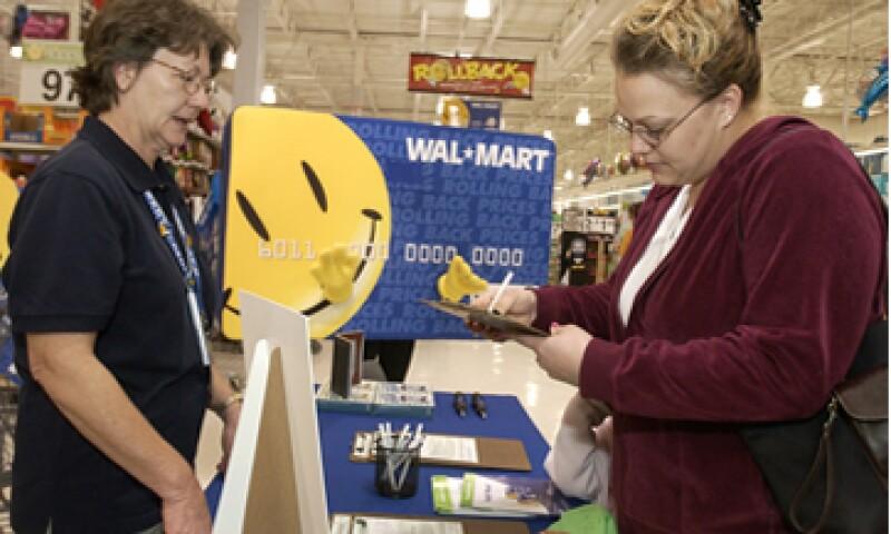 El presidente de la BMV destacó el papel de Walmart en la creación de empleos en México.  (Foto: AP)