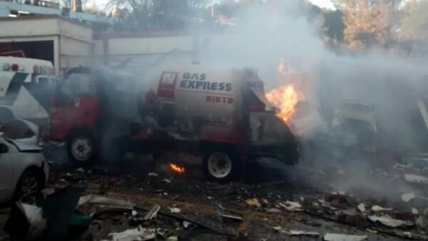 Una pipa de la empresa Gas Express Nieto estaba abasteciendo al hospital, cuando se reventó una manguera y se produjo una explosión.