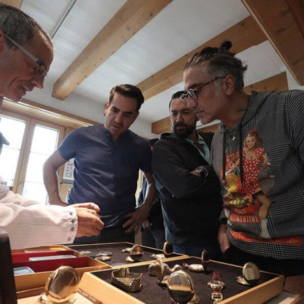 Durante su visita a la casa de Manufactura en el Valle de Joux, Suiza estuvo atento a cada detalle.