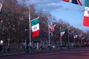 Así lució la principal avenida del Palacio de Buckingham con banderas de México.