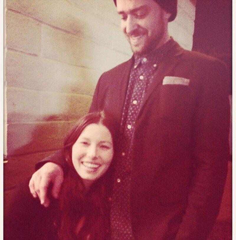 El cantante felicitó a su esposa con esta foto en Instagram.
