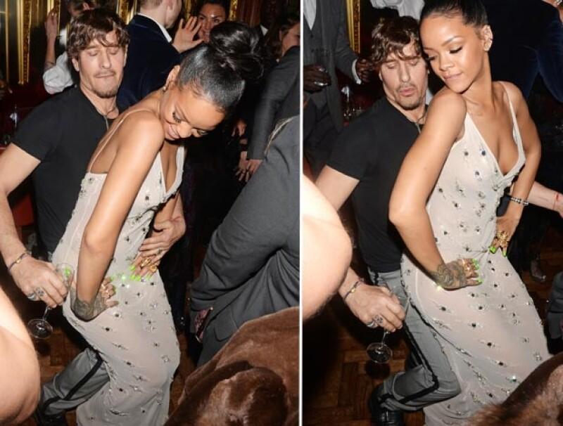Rihanna sorprendió al bailar de manera muy sexy luciendo un mini vestido de transparencias.