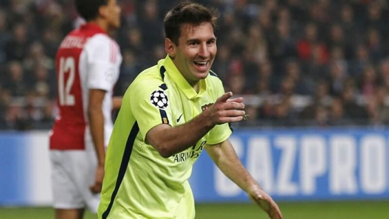 El delantero argentino Lionel Messi celebra su segundo gol ante Ajax, que iguala a Raúl en la Liga de Campeones