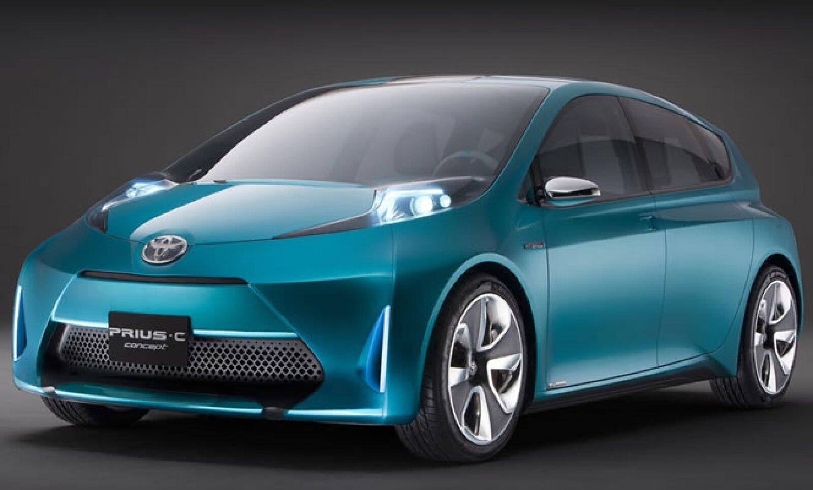 Toyota expande su exitoso modelo híbrido y ahora busca un sector más juvenil que también desee un coche ecológico. Este primer 'concept' tiene más espacio y se espera que venga con una bomba eléctrica personal, para alimentar el vehículo en casos de emerg