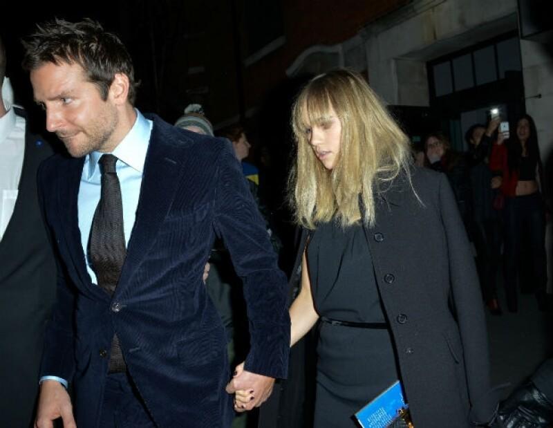 Después de las fotos de la modelo en actitudes cariñosas con Cara Delevingne, parece que realmente su única relación amorosa es con el actor hollywoodense.
