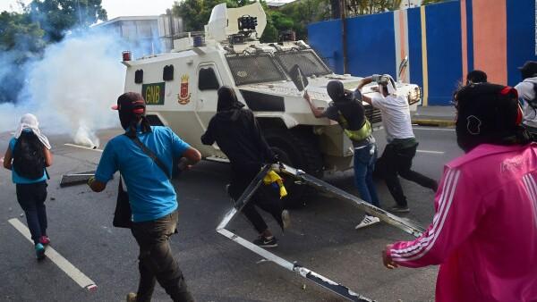 Muertes y enfrentamientos en protesta masiva en Venezuela