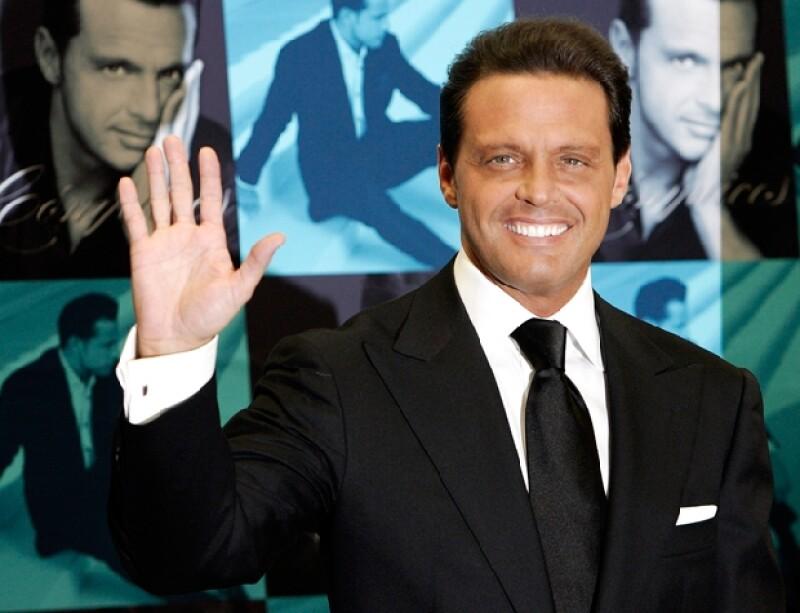 El mexicano es el cantante que más discos ha vendido en la historia de este país, con dos millones 456 mil 533 copias de sus producciones, reveló hoy el diario chileno `La Tercera´.