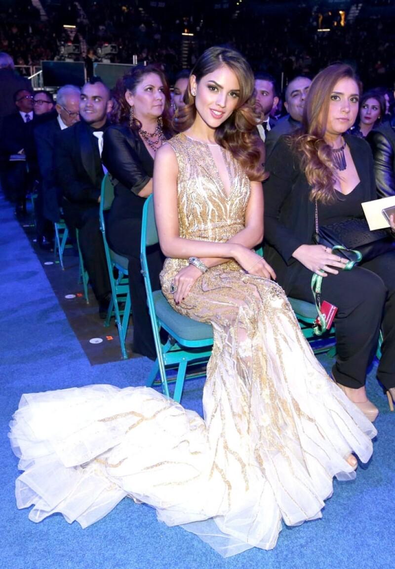 La cantante lució un elegante vestido en su asistencia al Latin Grammy.
