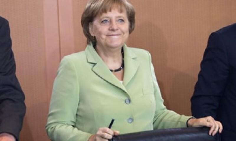 La canciller alemana, Angela Merkel, ha sido acusada de arrastrar los pies cuando se trata de poner fin a la crisis de la eurozona. (Foto: Reuters)