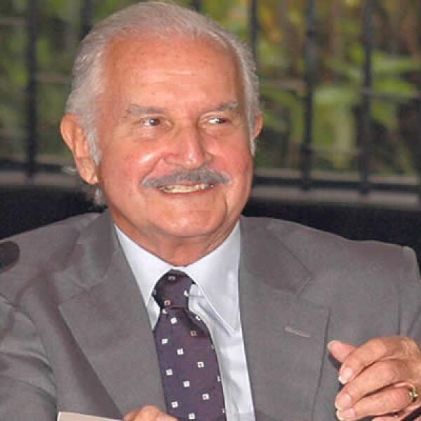Carlos Fuentes, autor de novelas como 'Aura' y 'La región más transparente', falleció este martes por una hemorragia masiva.