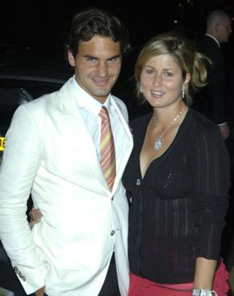 El tenista y su novia, Miroslava Vavrinec, anunciaron mediante la página oficial del suizo, que en verano nacerá su primer hijo, ambos están felices de iniciar una familia juntos.