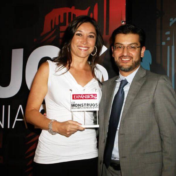 Claudia Martínez, gerente de publicidad de Axtel y Adolfo Ortega.