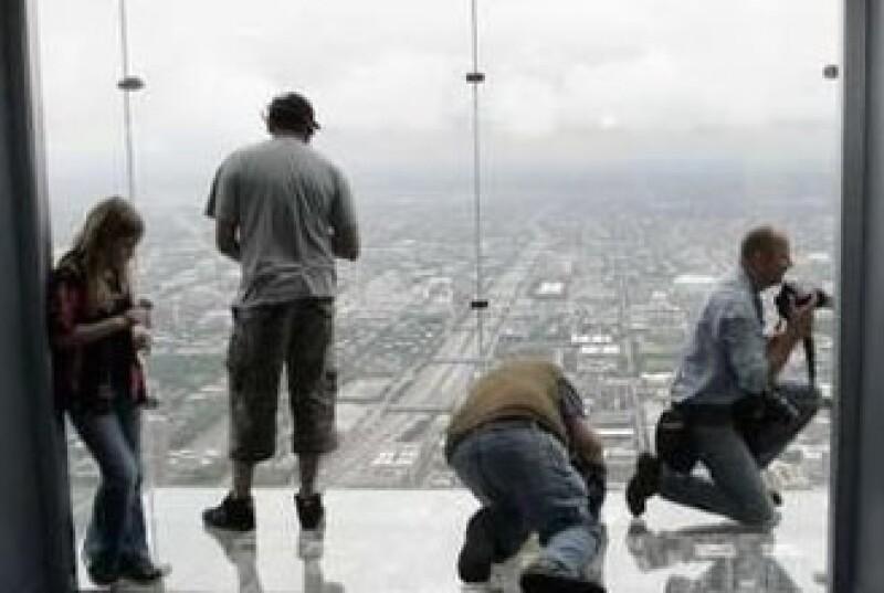 El balcón The Ledge en la Torre Sears se encuentra en Chicago, ciudad famosa por sus rascacielos. (Foto: Reuters)