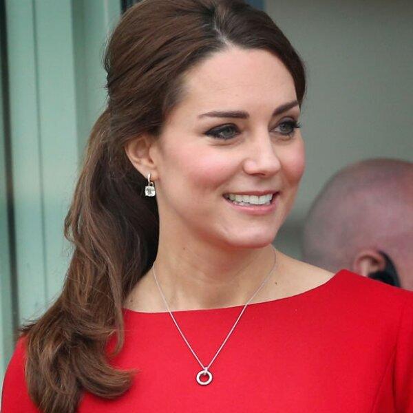 Kate el 25 de noviembre en un rojo.