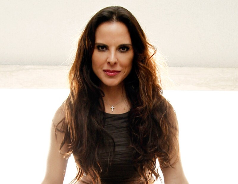 Luego de que se asegurara que la actriz mexicana ya había firmado el divorcio de su aún esposo Aarón Díaz, su representante negó que así sea.