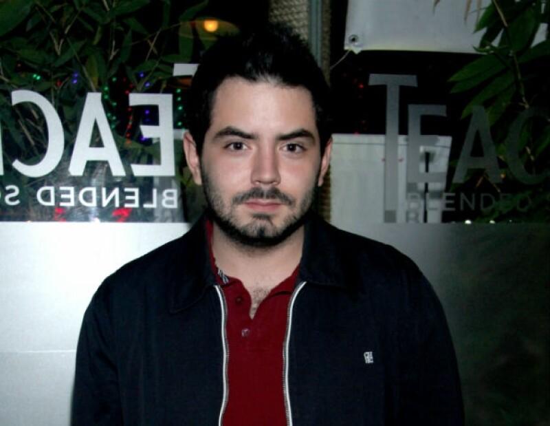 José Eduardo tiene un programa radial que se transmite los sábados por la mañana.