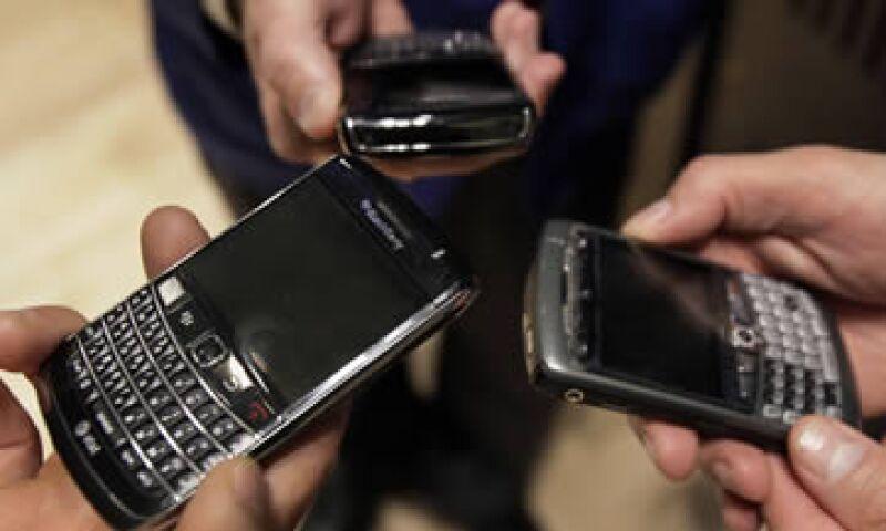 La participación de RIM en el mercado global de los teléfonos inteligentes ha caído al 6.7% en el primer trimestre de 2012. (Foto: AP)