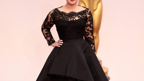 Kelly Osbourne viste un diseño de Rita Vinieris. Aunque siempre trata de resaltar, esta vez no acertó con este vestido negro.