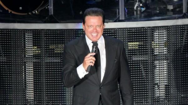 Luis Miguel causó la euforia de 10 mil asistentes al Auditorio Nacional.