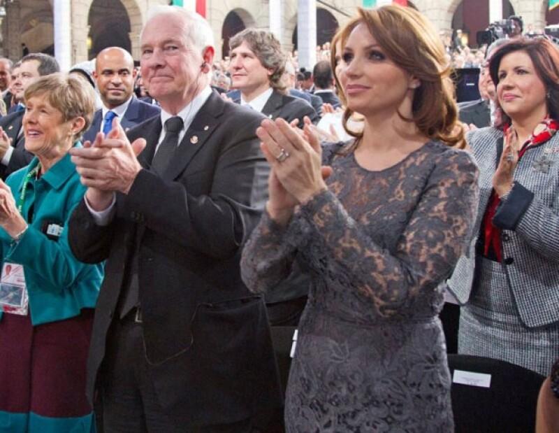 Esta mañana en San Lázaro la ahora primera dama presumió un carácter femenino y sofisticado mientras su esposo Enrique Peña Nieto recibía el poder de manos de Felipe Calderón.
