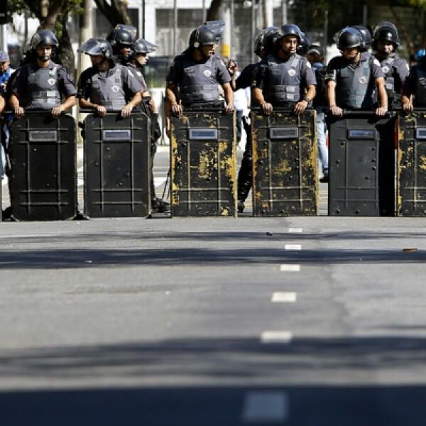 Algunos negocios en Río, donde se jugarán siete partidos, incluida la final, han protegido ventanas y puertas en caso de que surjan protestas.
