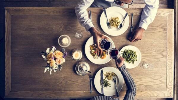 Hablar de comida te ayudará a triunfar en Tinder (Foto: Shutterstock)