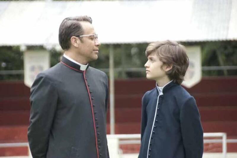 Juan Manuel en una escena de Obediencia Perfecta, junto a Sebastián Aguirre, también nominado al Ariel.