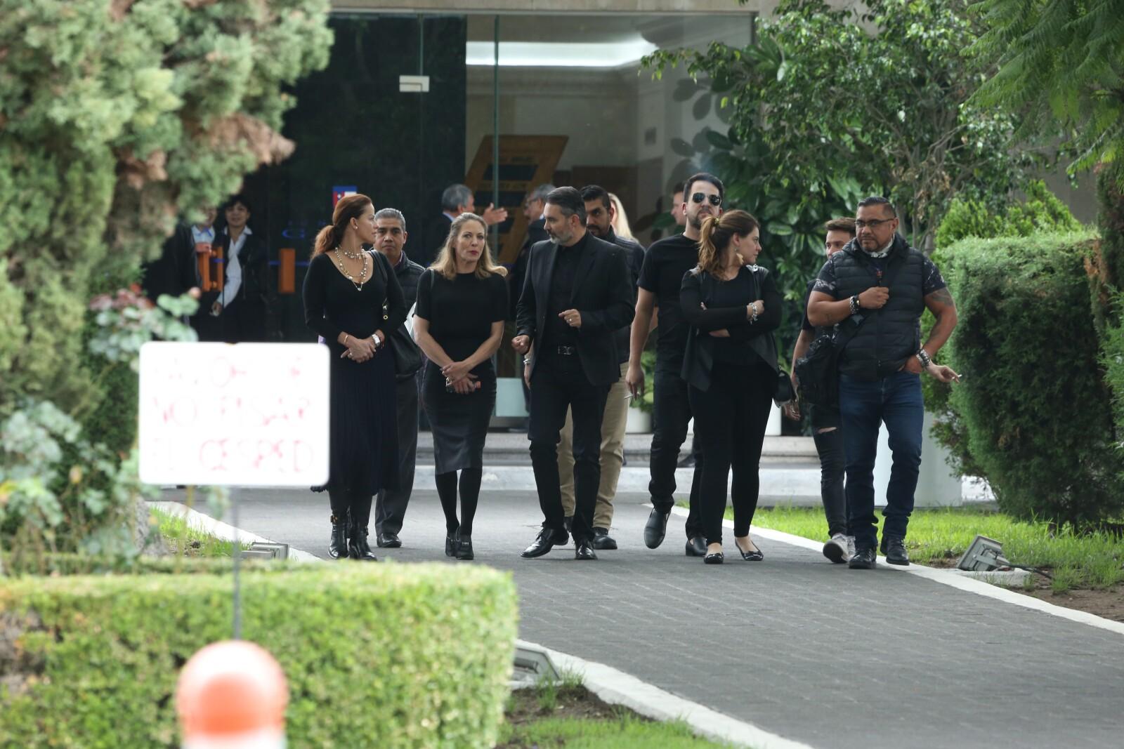 Asistentes al funeral de Edith González