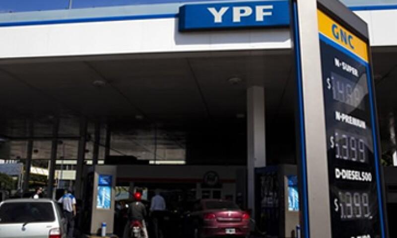 Cristina Fernández, la presidenta de Argentina, aseguró que desde que se desnacionalizó YPF, el país se convirtió en un importador de gas y petróleo. (Foto: AP)