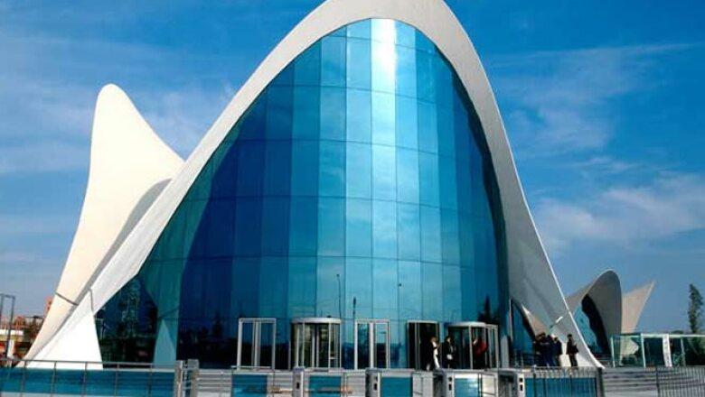 La empresa mexicana saldrá de este mercado debido a la crisis del euro, sin embargo durante su estancia desde 2001, participó en varios proyectos, como el Museo Oceanográfico en Valencia.
