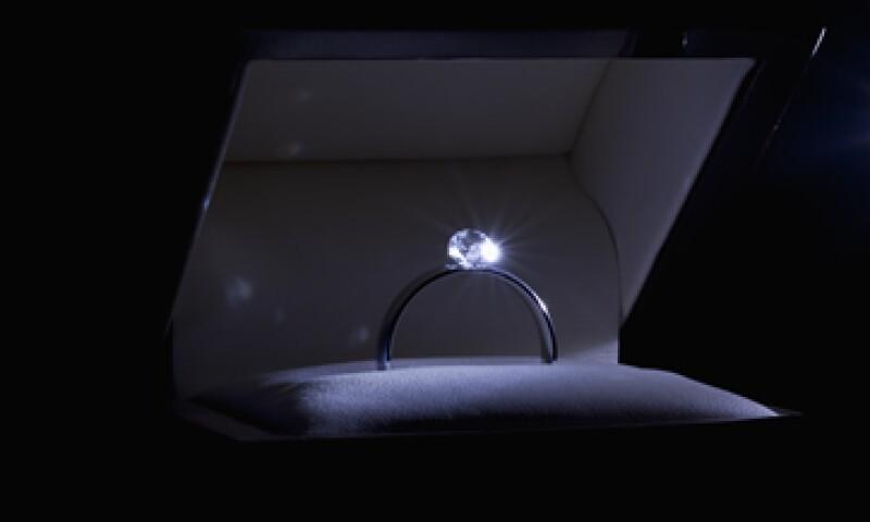 363105c7cd77 Una investigación reveló que había anillos en exhibición en la tienda Costco  de Huntington Beach con