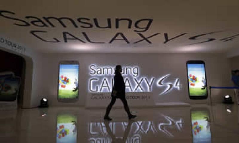 Las acciones de Samsung han perdido casi 20,000 mdd desde el 7 de junio luego de que analistas recortaran las previsiones de ventas del Galaxy S4. (Foto: AP)