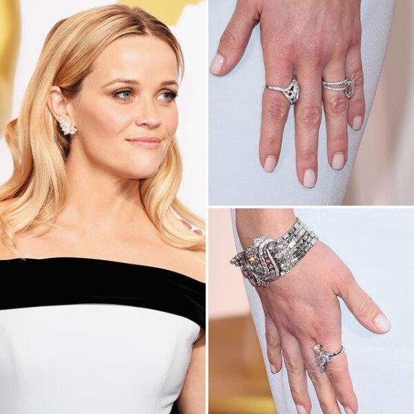Reese Witherspoon usó aretes, pulsera y anillos de diamantes de Tiffany & Co.