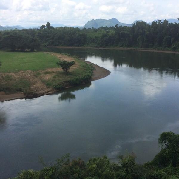 Al parecer su travesía por tierras tailandesas fue breve, pues Sandra solo publicó unas cuantas fotografías en las cuales está esta en el río de Kanchanaburi.