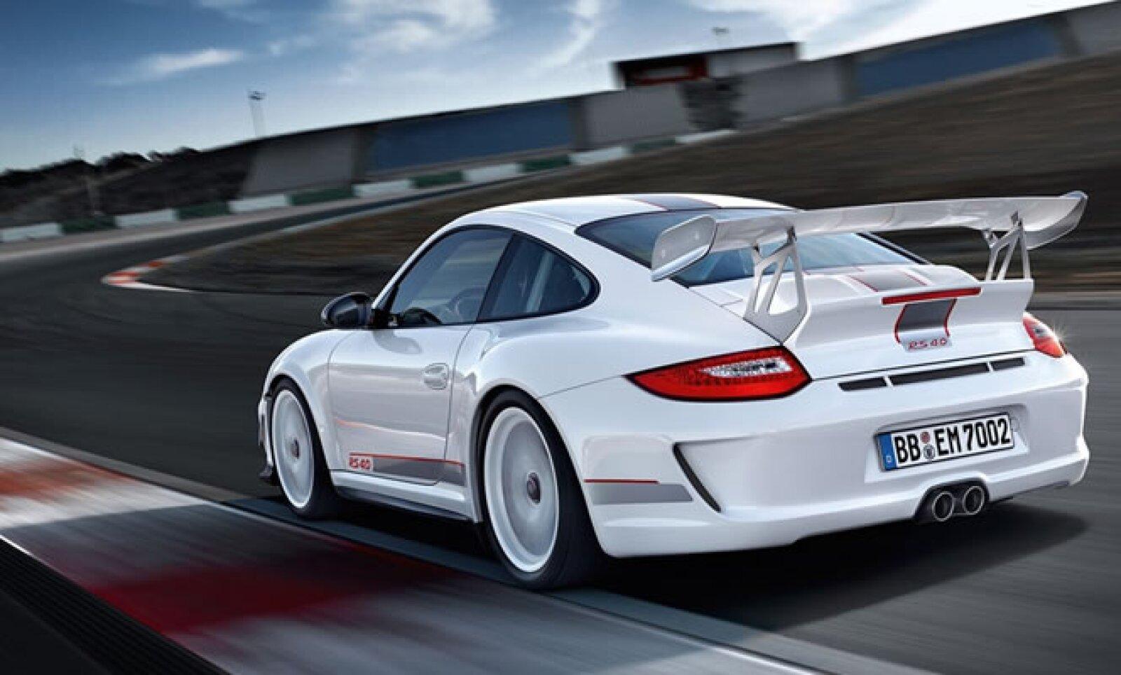 El Porsche 911 GT3 estará a la venta a finales de 2011 en Estados Unidos, a un precio sugerido de 185,000 dólares.